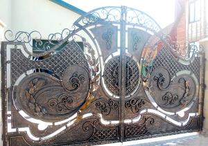 Распашные кованые ворота №013 1050 руб. кв. м.