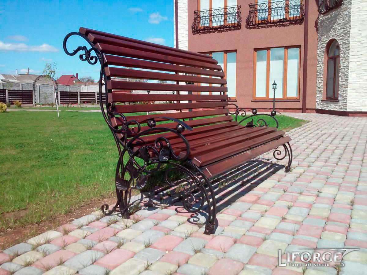 Кованая садовая скамейка №002 от 1000 руб.
